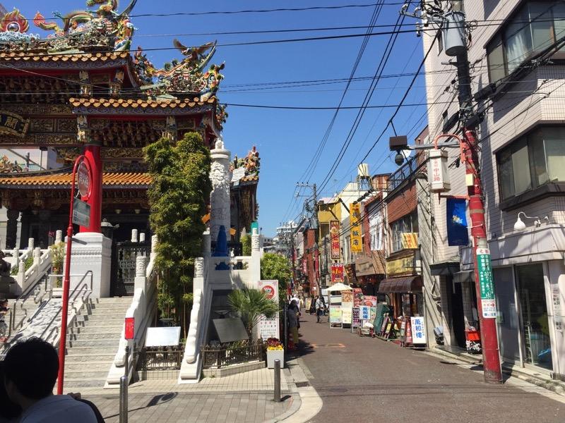 横浜中華街の萬和樓は関帝廟の直ぐ側にある