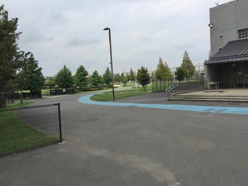 新横浜公園ランニングコースはシャワーやコインロッカーも併設