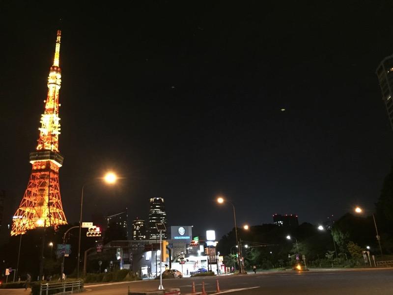 夜の東京タワー(赤羽橋交差点からの画像)