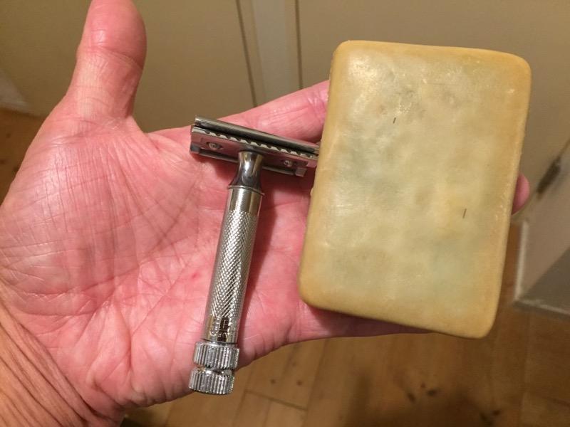 アレッポの石鹸とメルクールの両刃カミソリ